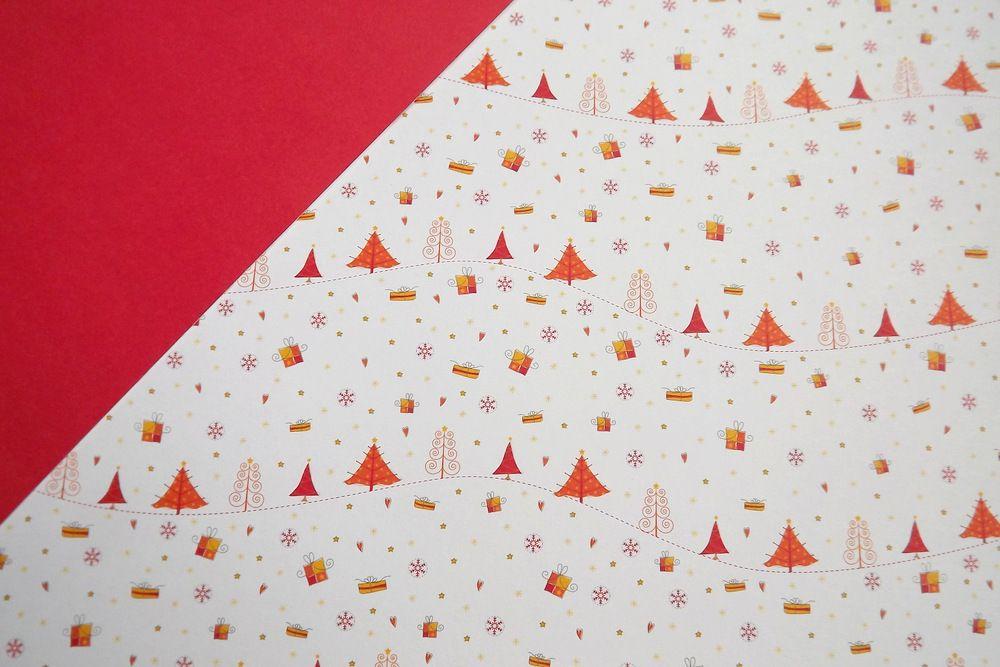 fotokarton - vánoční stromečky - jedna strana potisk stromečky, druhá strana červená jednobarevná