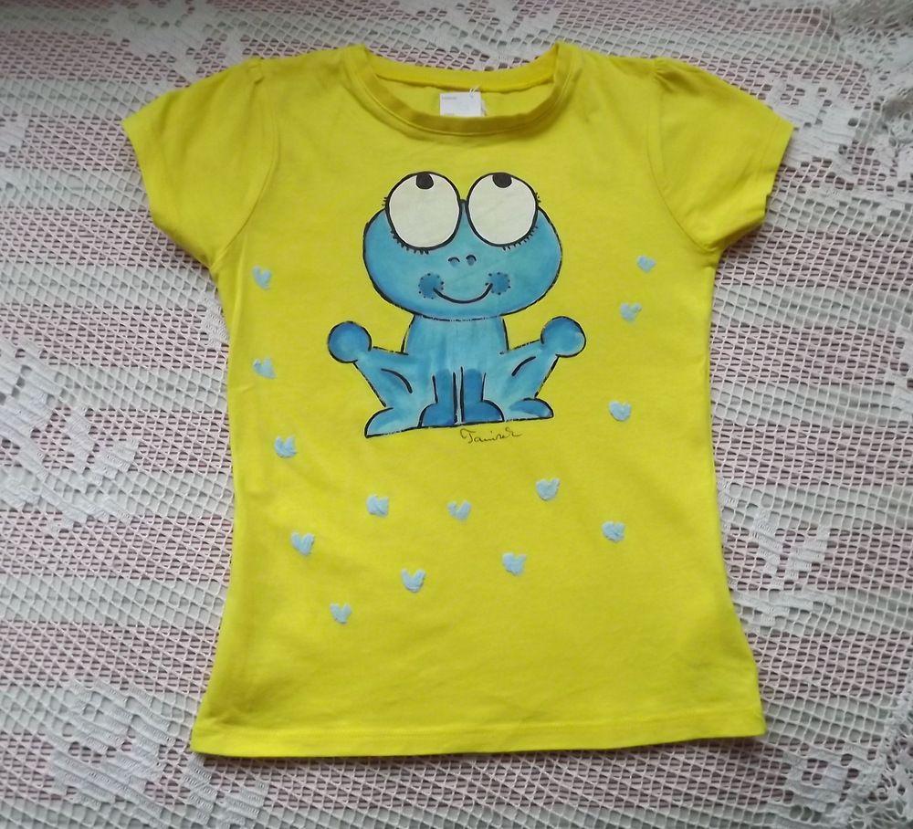 Veselé žluté tričko s modrou namalovanou žabkou - velikost 122, krátký rukáv