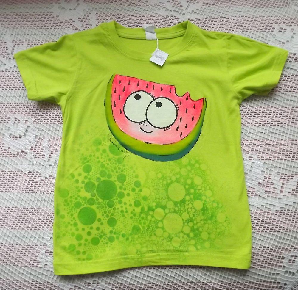 Veselý šťavnatý okatý ručně malovaný meloun na jasně zeleném tričku s krátkým rukávem velikost 122