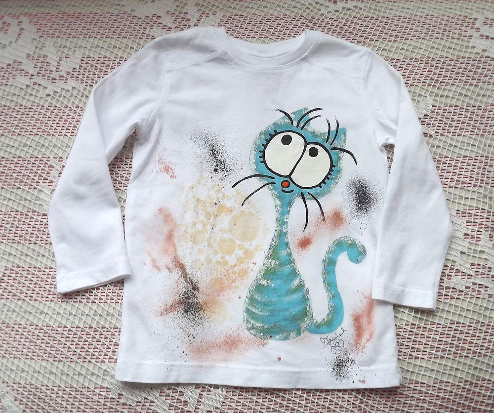 Modrozelená kočka na bílém stříkaném tričku - velikost 98 ručně malované
