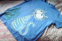 Modré tričko - ručně malovaná veselá kočička na tričku s krátkým rukávem velikost M