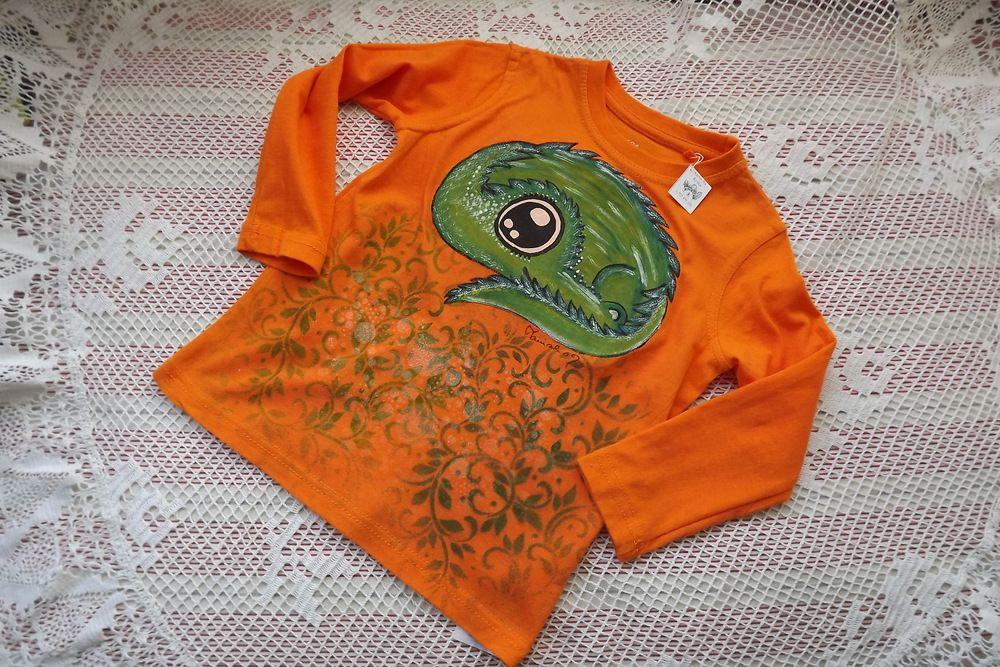 Ručně malovaný drak na oranžovém bavlněném tričku s dlouhým rukávem zahalený třpytivými lístky velikost 104