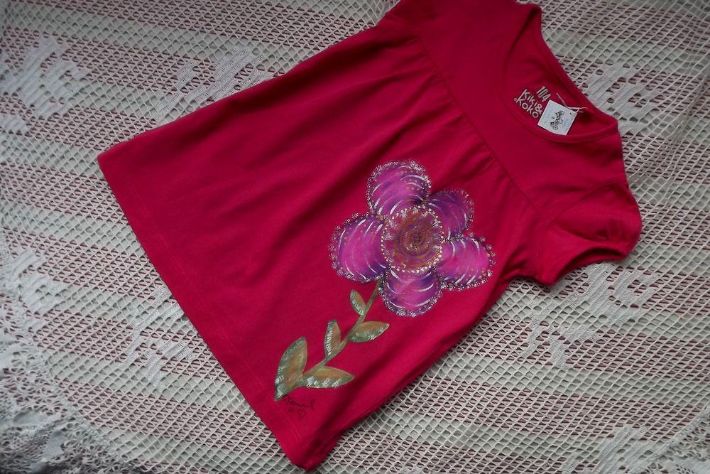 Ručně malovaná květinka na červenorůžovém tričku, velikost 104