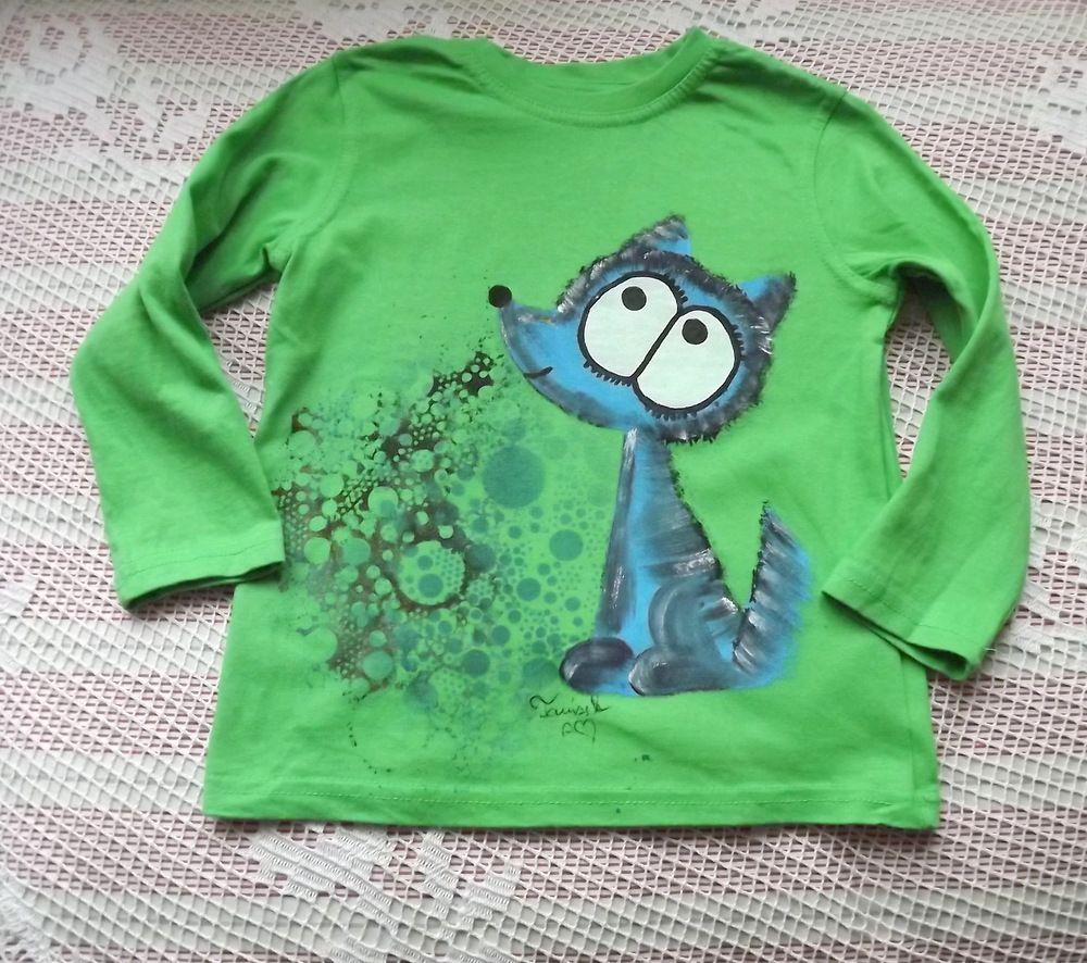 Ručně namalovaný vlk (pes) na zeleném bavlněném tričku s dlouhým rukávem - velikost 122