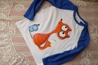 1. tričko s ručně malovanou liškou a myškou - bílé bavlněné s modrými rukávy velikost 122