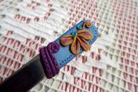 . medová - ručně modelovaná lžička s medovými květy a snovým pozadím