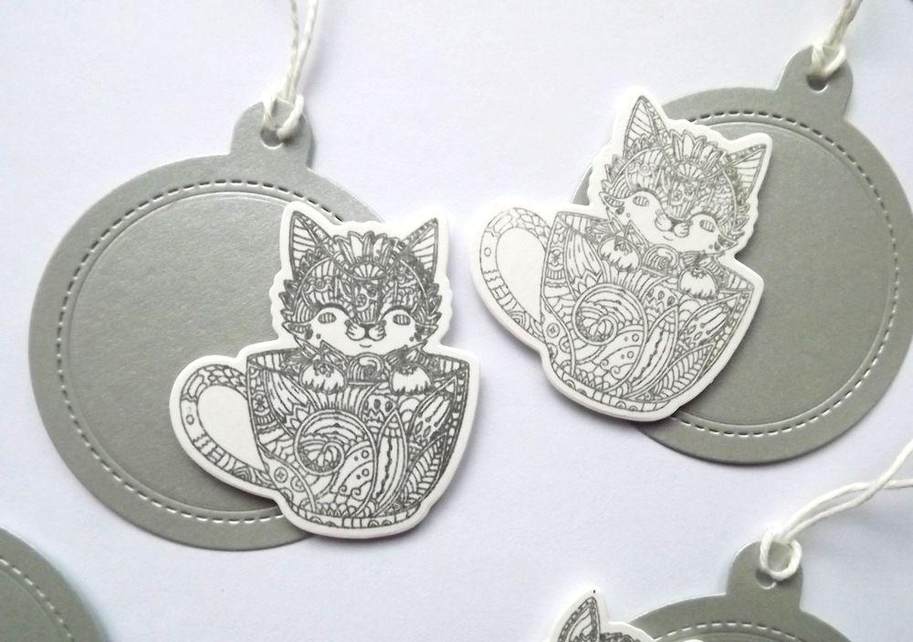 Stříbrné jmenovky na dárky s ručním tiskem kočičky v hrnečku