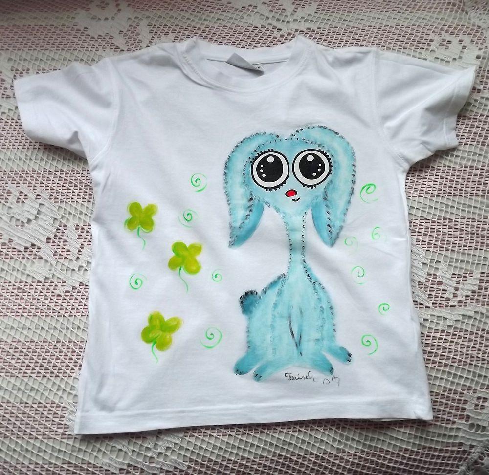 Ručně malované bílé bavlněné tričko s krátkým rukváem a ručně namalovaným modrým Teddy beránkem - králíčkem. velikost 122