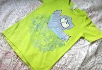 Netopýr 1 - ručně malovaný modrofialový netopýr na jasně zeleném bavlněném tričku s krátkým rukávem velikost 122