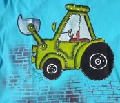 ručně namalovaný bagr se zvednutou lžící na tyrkysovém triku. velikost 146