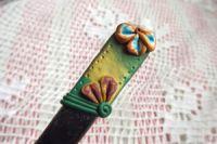 9. ručně modelovaná dlouhá fimo lžička - zelená, zlatá, tyrkysová,oranžová s květy