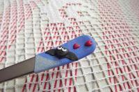 Netopýr ručně modelovaný na dezertní lžičce