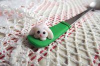 ručně modelovaná lžička s bílým králíčkem 3.