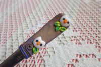 sovy 2. - ručně modelovaná lžika se sovami a fialovozlatým pozadím
