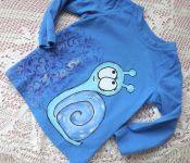 Šneček 1. ručně malovanémodré tričko s dlouhým rukávem a modrým šnečkem velikost 92