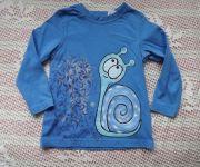 Šnek 2. ručně malovaný na modrém tričku s dlouhým rukávem vel.98