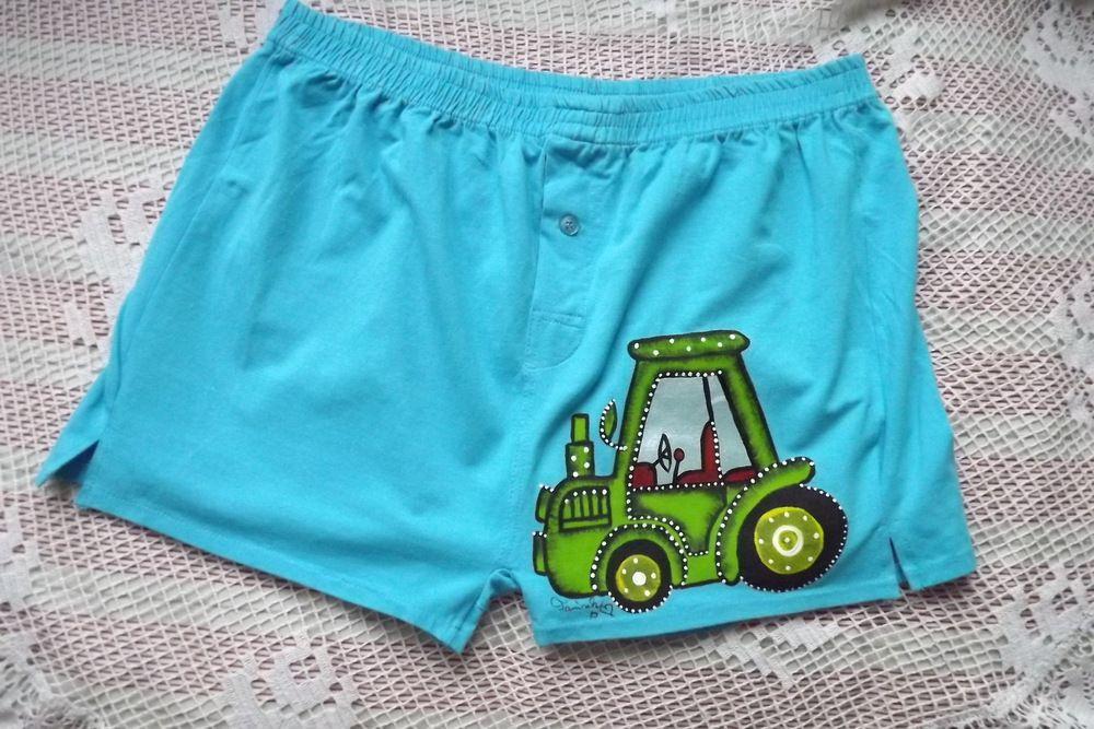 ručně malované modré trenýrky se zeleným traktorem. Velikost M.