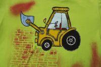 Bagr 1. - ručně malovaný oranžový bagr na světle zeleném tričku s krátkým rukávem ze 100% bavlny