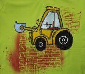 Bagr 2. - ručně malovaný oranžový bagr na světle zeleném tričku s krátkým rukávem ze 100% bavlny