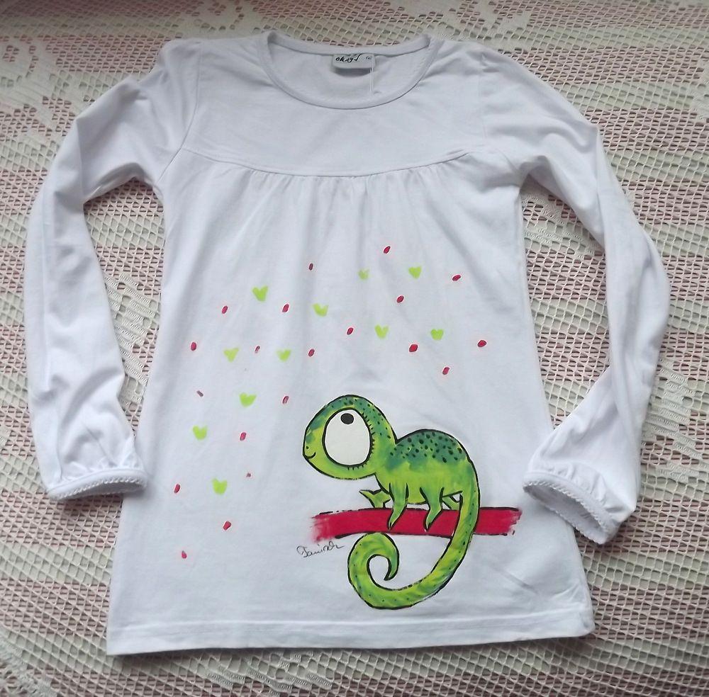 Bavlněné dívčí tričko s dlouhým rukávem s ručně namalovaným zeleným chameleonem - velikost 122