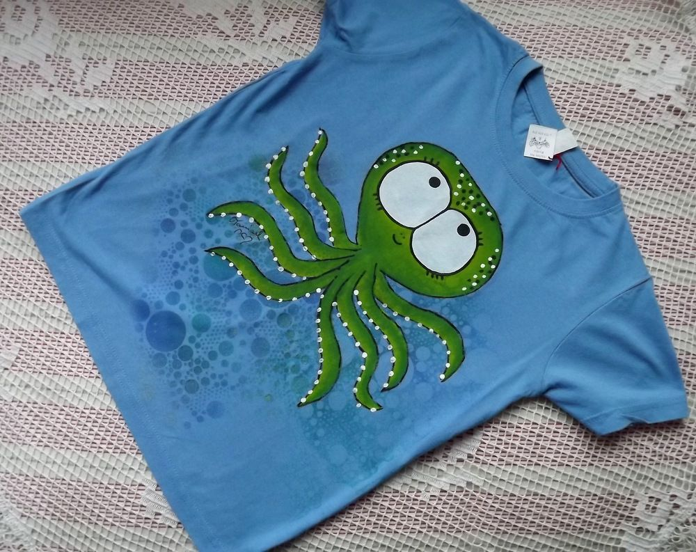 Zelená veselá chobotnice na modrém bavlněném tričku s krátkým rukávem velikost 134