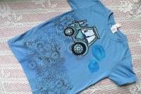 Modrý - ručně malovaný traktor na zeleném bavlněném tričku velikost 134