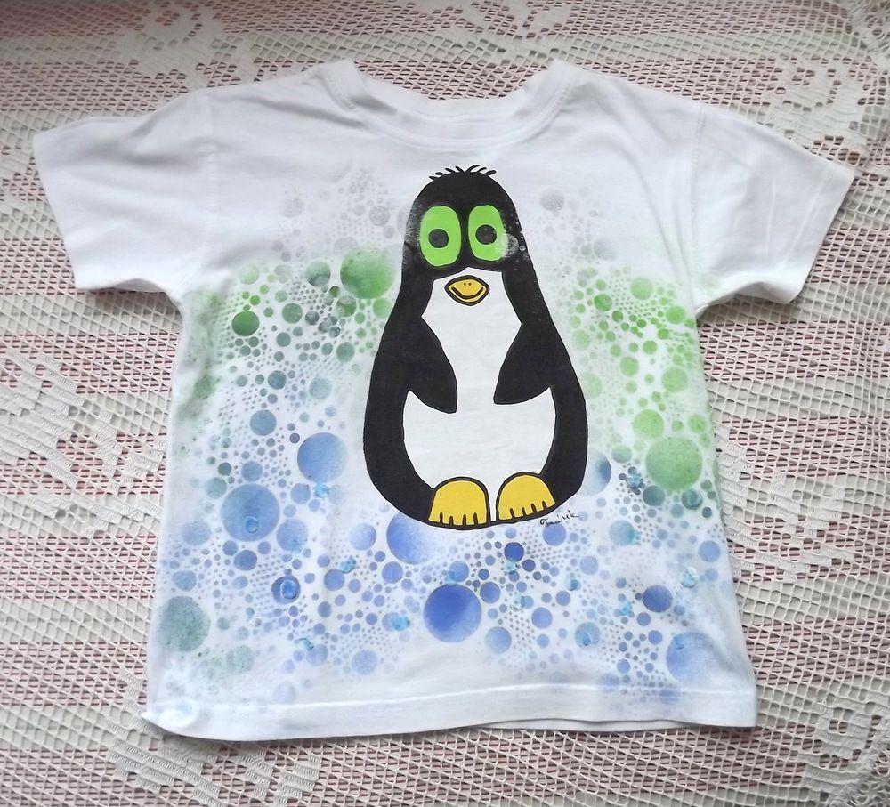 Tučňák ručně malovaný zahalený stříbrnými, zelenomodrými bublinkami- bílé bavlněné tričko s krátkým rukávem. velikost 116
