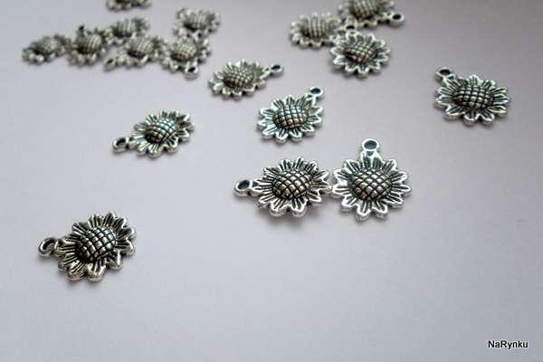 Slunečnice přívěsek k dalšímu použití - kov, květina, kytka, pro výrobu šperků, cardmaking, scrapbooking, výrobu přání, dekorací