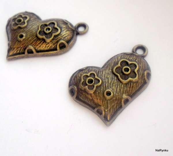 Srdíčko - kytičkové - přívěsek - kov, staromosaz, vintage, starobylý, srdce, květy, kytky, výroba šperků, cardmaking, scrapbook, dekorace, závěs