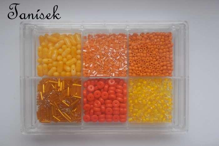 Oranžová tříděná směs v krabičce - skleněné korálky - rokajl, trubičky, mašličky, disky, matné, lesklé, průhledné, neprůhledné, tón v tónu
