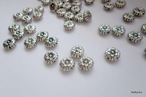 Kytička - mezikus- kovový korálek - kov, vhodný pro výrobu šperků, scrapbook, cardmaking