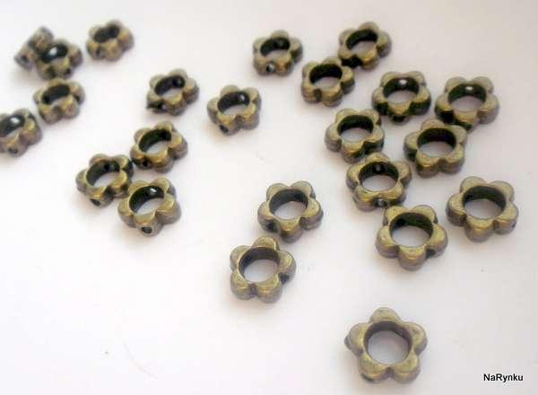 Květ - korálek - mezikus - dutý, s dírou, průchod, k naplnění, zajímavý, výroba šperků, scrapbook, cardmaking