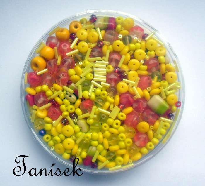 Žlutočervená směs v krabičce - skleněné korálky - průhledné, neprůhledné, rokajl, malý velký, trubičky, mačkané korálky, oranžové, žluté