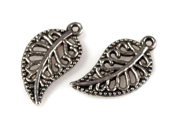 Fligránový list - přívěsek - bižuterní kov, barva platina, tibetské stříbro, zdobný, vhodný pro výrobu dekorací, šperků, naušnic, scrpbook, cardmaking