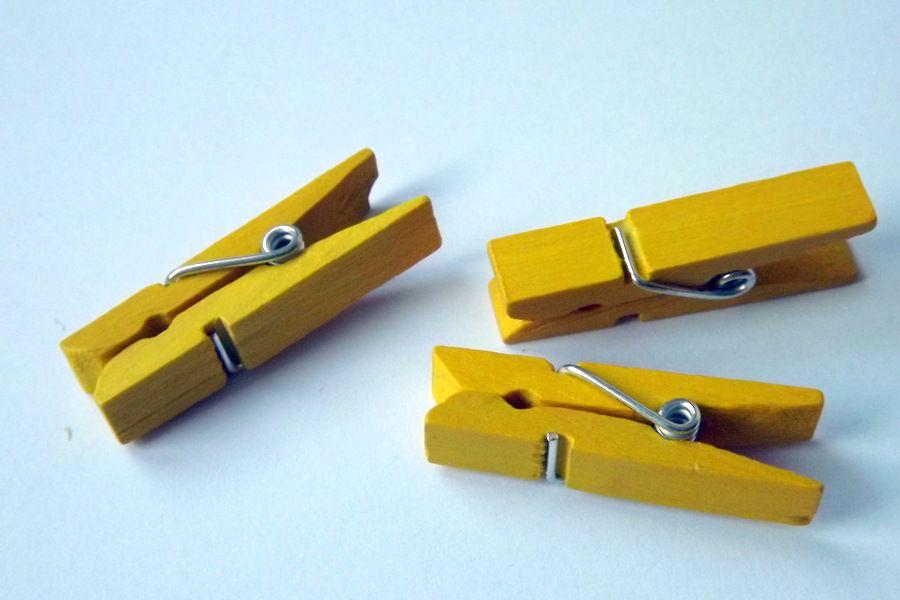 Dřevěné lakované kolíčky cca 3,5 cm dlouhé ŽLUTÉ