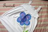 """Fialovo zlatá květinka na bílé tuničce s řasením velikost 152 Veronika """"Tanísek"""" Kocková"""