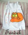 """Ležící oranžová kočka na bílé tuničce s řasením Veronika """"Tanísek"""" Kocková"""