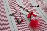 """Romantický náhrdelník pro dívku, ženu, s mašličkou, peříčkem, červená barva, kytička, klíček, skleněná lahvička s korkovou zátkou. Originální,jedinečný dárek Veronika """"Tanísek"""" Kocková"""