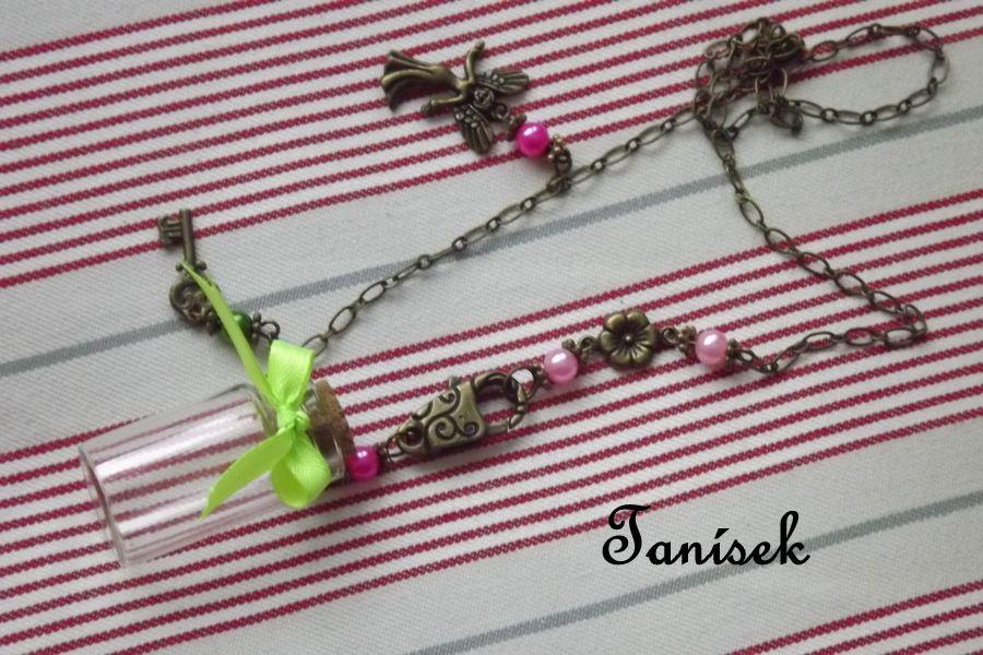 """Zdobený náhrdelník s lahvičkou na tajnosti - zelená mašlička, přívěsek víla, klíček, korková zátka, řetízek, kytičky, růžové perličky, romantický dárek pro dívku, slečnu, princeznu, na tajemství, na zoubek, na poklady pouze jeden kus, jedinečný dárek Veronika """"Tanísek"""" Kocková"""