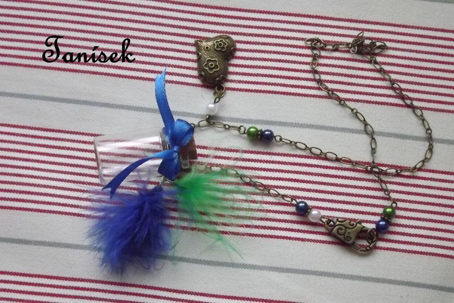 """Zdobený náhrdelník s lahvičkou na tajnosti - originální dárek pro holčičku, dívku, princeznu - modré a zelené peříčko, přívěsek srdíčko, modrá mašlička, barevné perličky, krásný a originální dárek, netradiční, na zoubky, překvapení, lahvička, sklenič Veronika """"Tanísek"""" Kocková"""
