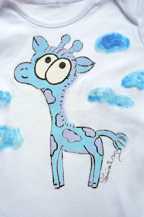 """Bílé body s dlouhým rukávem, na měž je ručně namalovaná žirafa žirafka Veronika """"Tanísek"""" Kocková"""