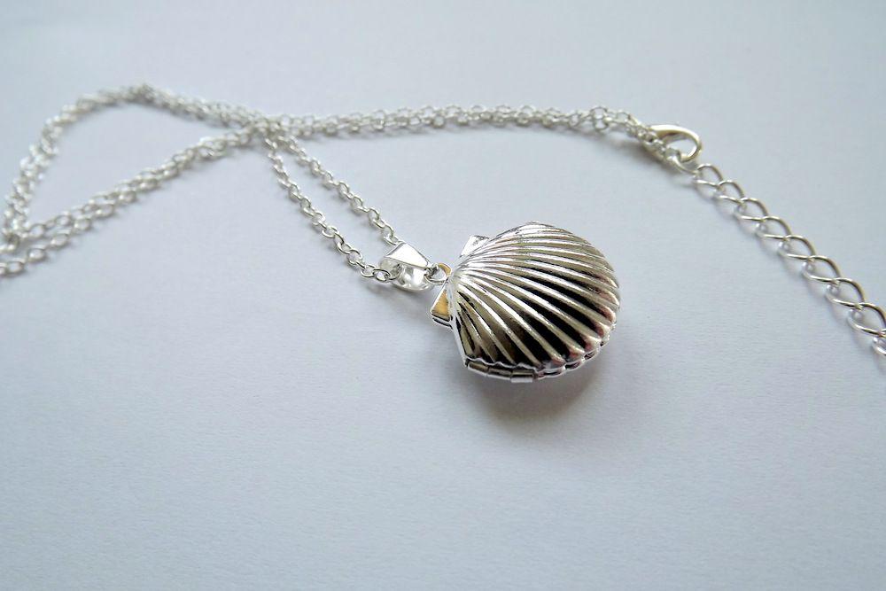 Medailonek s řetízkem Mušlička - kov, řetízek, přívěsek, stříbrná barva, na fotku, obrázek, přání, kouzlo