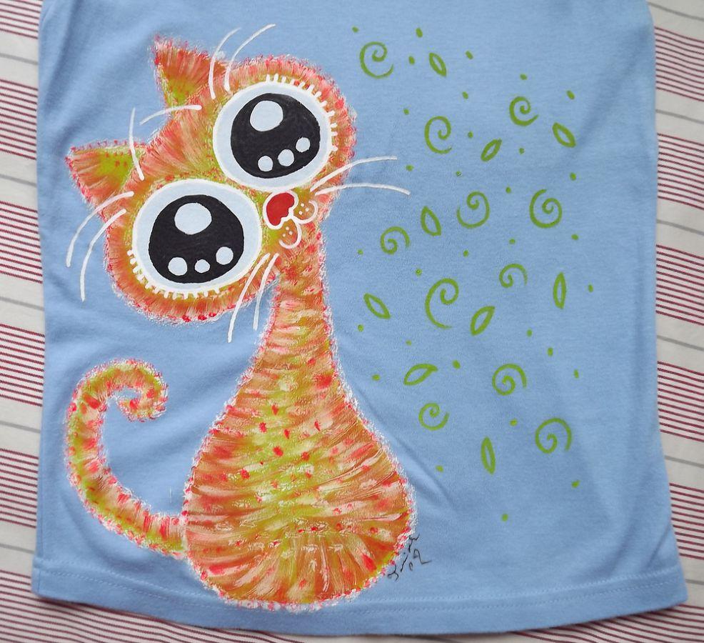 """Oranžovožlutá kočka na modrém 100% bavlněném topu ručně malované - velikost S Veronika """"Tanísek"""" Kocková"""