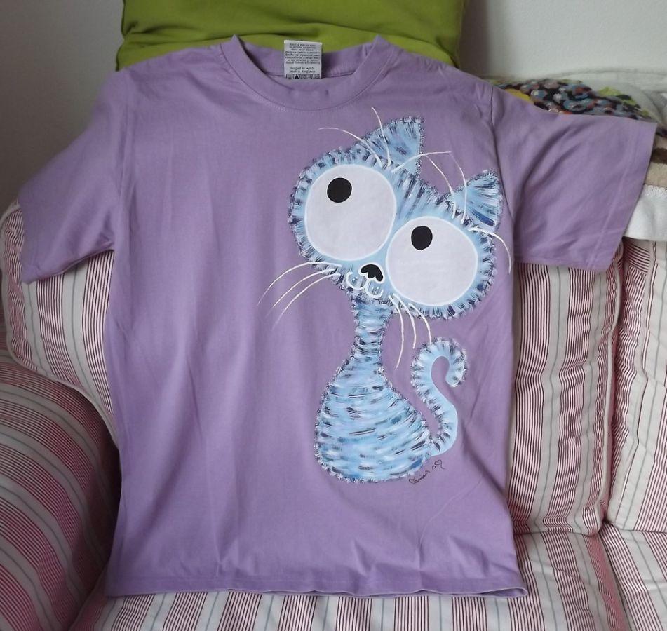 """Veselá okatá roztomilá kočka - fialové tričko 100% bavlna - ručně malované velikost M Veronika """"Tanísek"""" Kocková"""