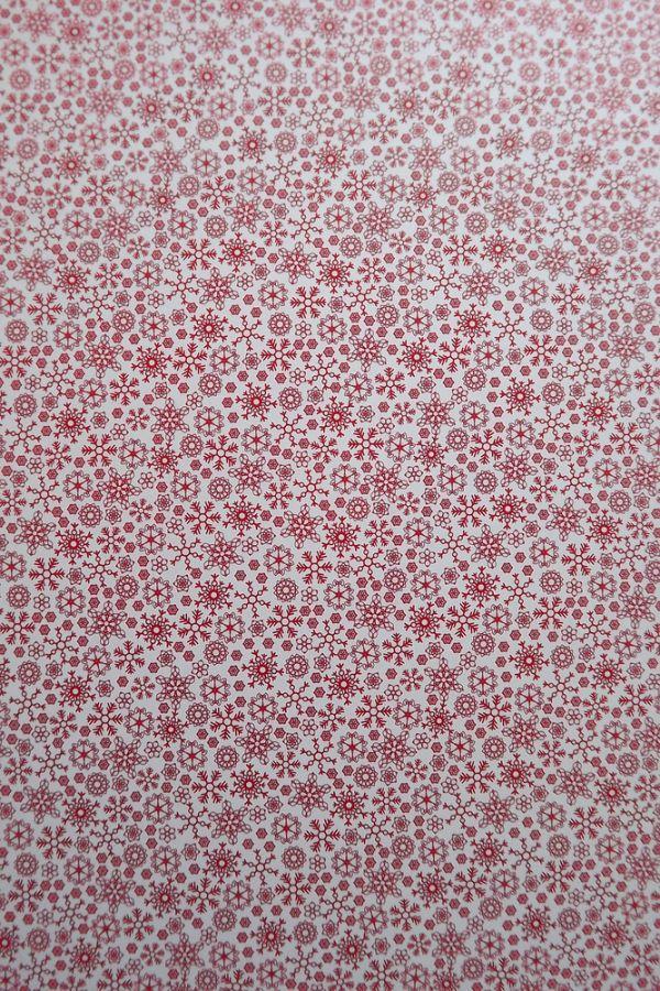 Fotokarton - papír, potisk vločky, hvězdičky, oboustranný 300g - vhodný na scrapbook, cardmaking, koláže, A4, vánoční, červené červený