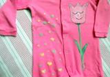 """Třpytivý tulipán - 100% bavlněný sytě růžový overal, ručně namalovaný, velikost 86 Veronika """"Tanísek"""" Kocková"""
