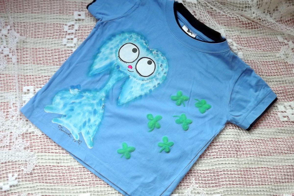 """Modrý chlupatý králík - Teddy beran - Modré tričko ručně malované s krátkým rukávem 100% bavlna - velikost 116 střih unisex, čtyřlístky plastické, cute, dvojitý efekt - u krku a rukávů lemované černě Veronika """"Tanísek"""" Kocková"""