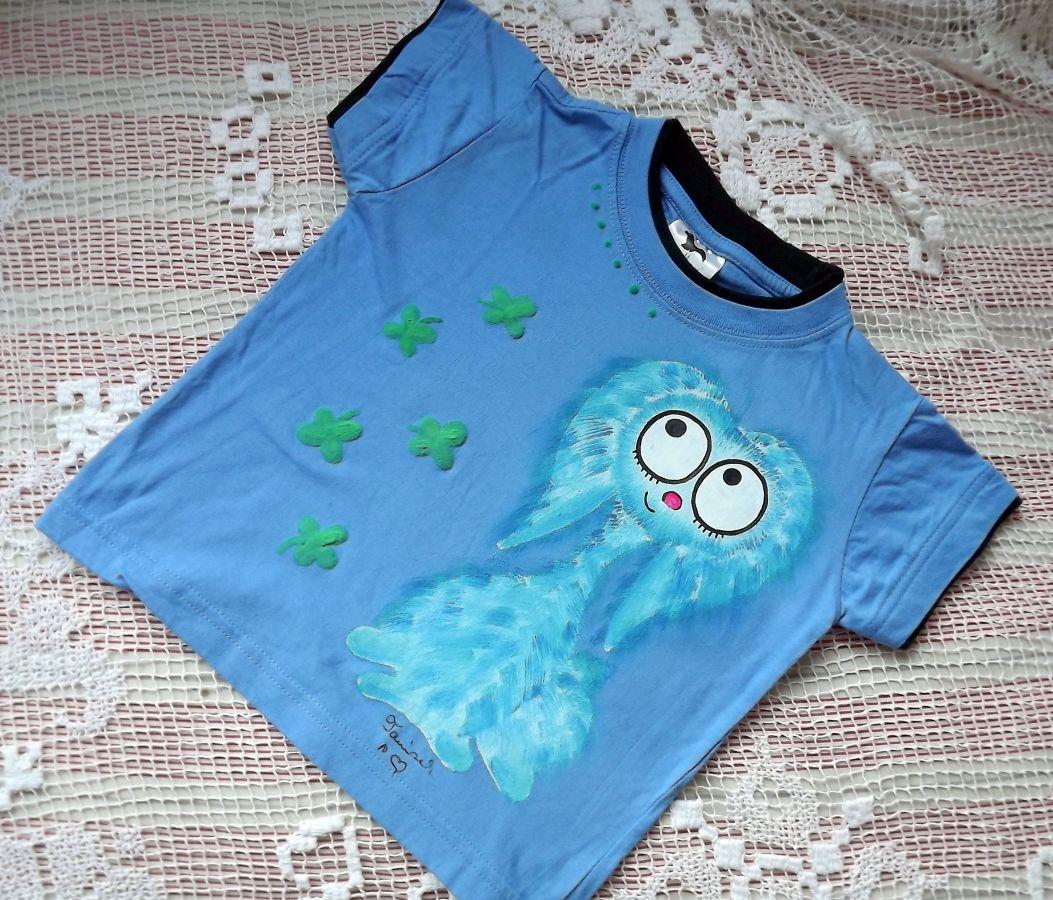 """Modrý chlupatý králík - Teddy beran - Modré tričko ručně malované s krátkým rukávem 100% bavlna - velikost 104 střih unisex, čtyřlístky plastické, cute, dvojitý efekt - u krku a rukávů lemované černě Veronika """"Tanísek"""" Kocková"""
