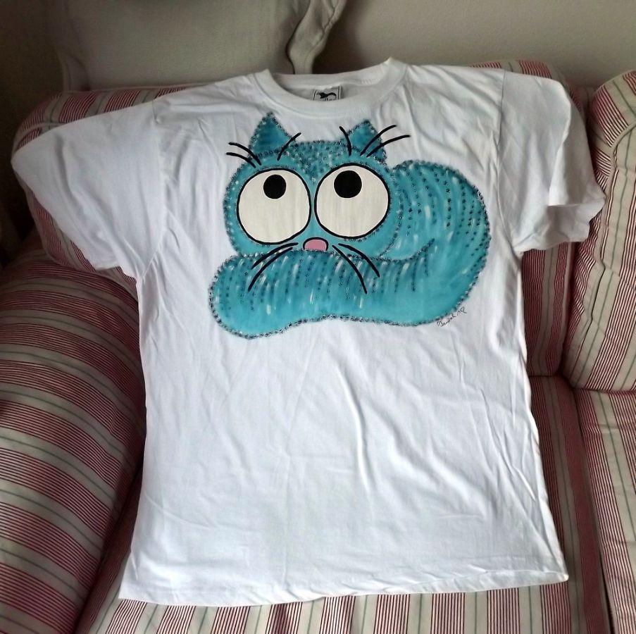 """Modrá ležící kočka - bílé 100% bavlněné tričko - krátký rukáv - ručně namalované Veronika """"Tanísek"""" Kocková"""