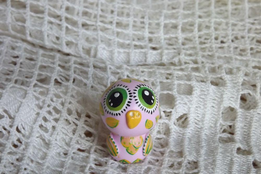 """Mutipoň růžová fimo sova se zelenýma očima ručně modelovaná a malovaná Do dlaně Veronika """"Tanísek"""" Kocková"""